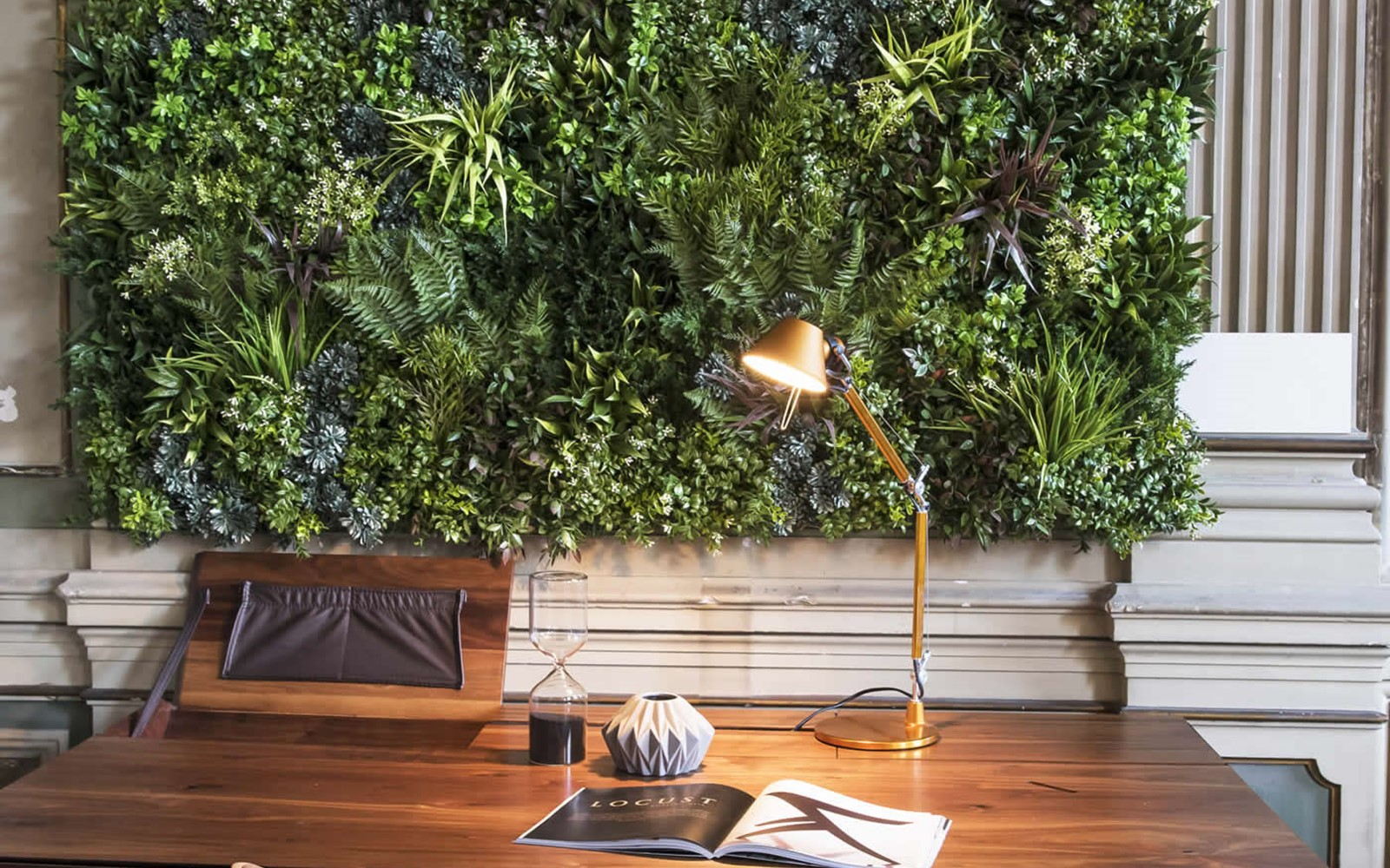 green-wall-design-installation-furniture-store-lisbon-living-wall-a